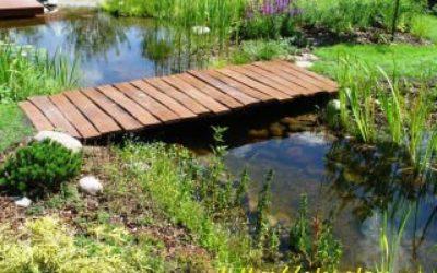 деревянные мостики в саду