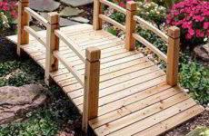 Строим мостик в саду на даче своими руками