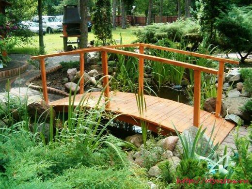 деревянный мостик в саду фото